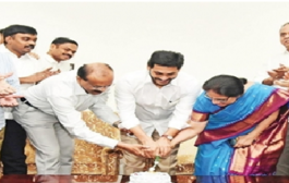 Andhra CM launches YSR Nethanna Nestham for weavers