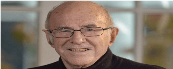 Australian writer & broadcaster Clive James passes away